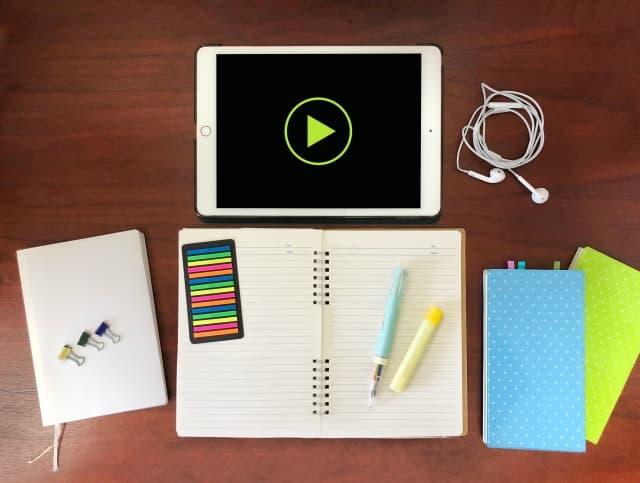動画でのパソコン学習の様子